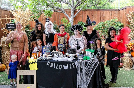 cw6-halloween-blogger-group-and-table