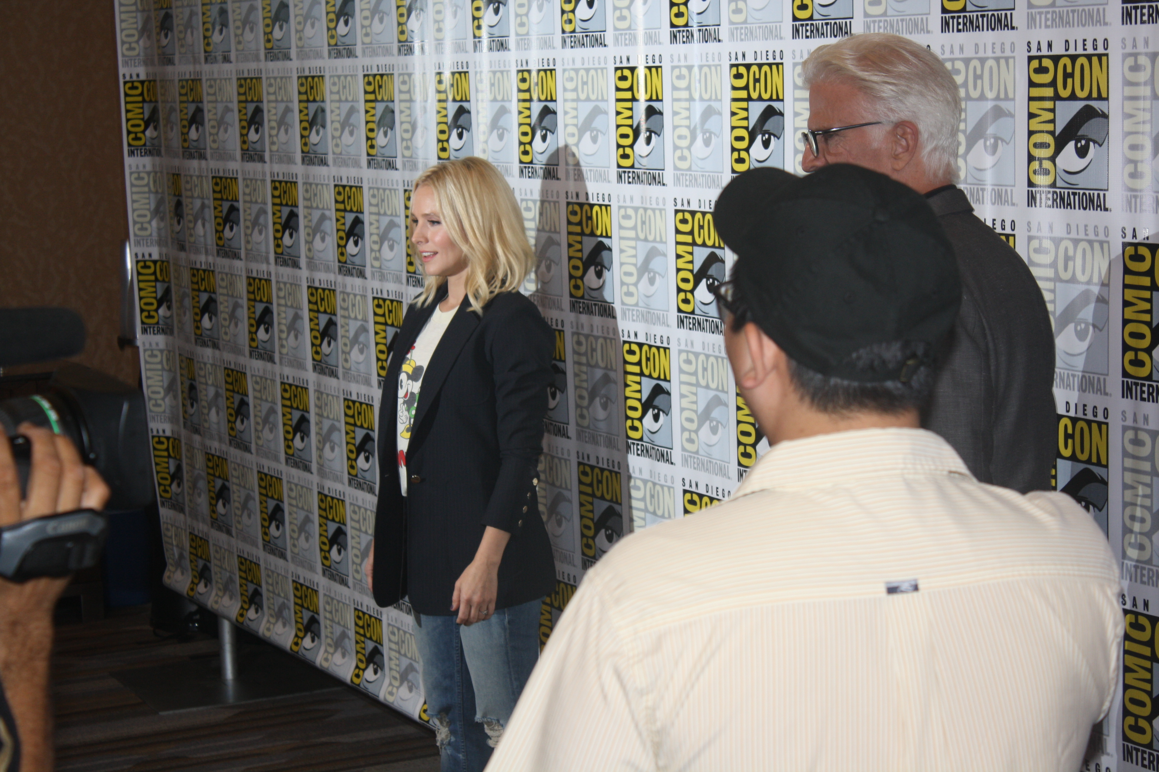 comic con interview kristen bell and ted danson the good kristen bell at comic con the good place photo s valle