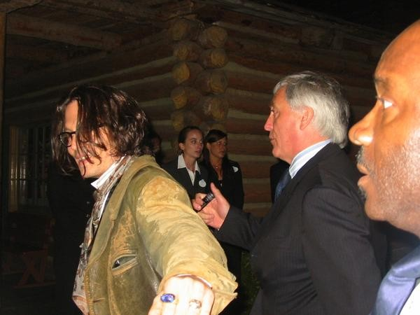 """Johnny Depp walking by before the movie. """"Pirates of the Caribbean: At World's End"""" Premier."""