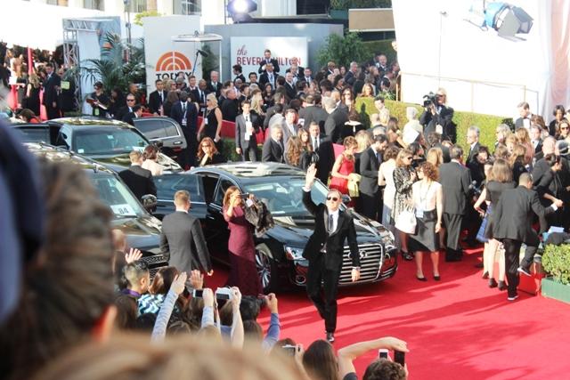 Kevin Spacey Golden Globes Bleacher Wave