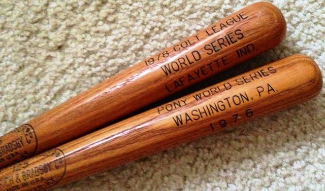 Bates de las series mundiales en las que participo Alejandro Valle. Alejandro Valle's Pony and Colt World Series Bats