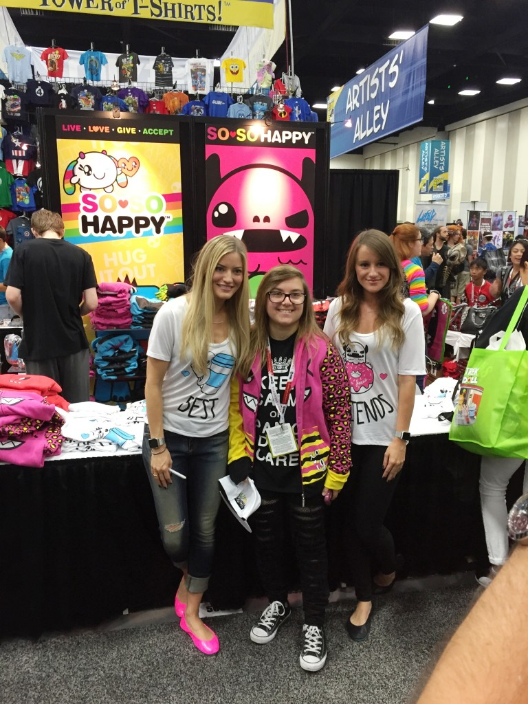 iJustine and her sister Jenna pose with fans at Comic-Con 2015. Photo S. Valle