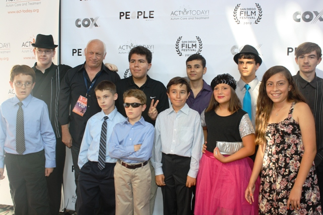 Joey Travolta surrounded by children from his film camp. Photo S. Valle