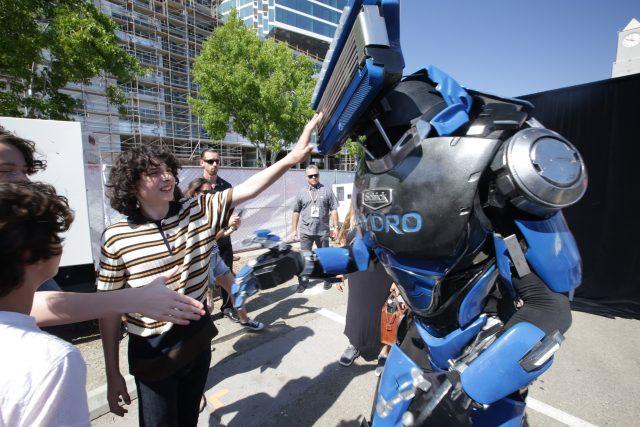 Finn Wolfhard Tests Schick Hydrobot Sharpness